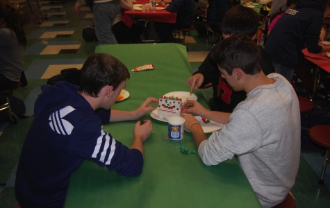 Best Buddies hosts gingerbread house decorating party