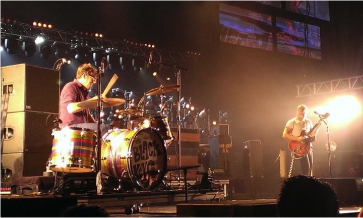 Drummer Patrick Carney (left) and singer Dan Auerbach (right) rock out to a sold out Philadelphia crowd.