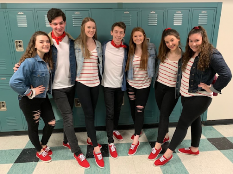 Chorus Students Serenade Peers and Teachers on Valentine's Day
