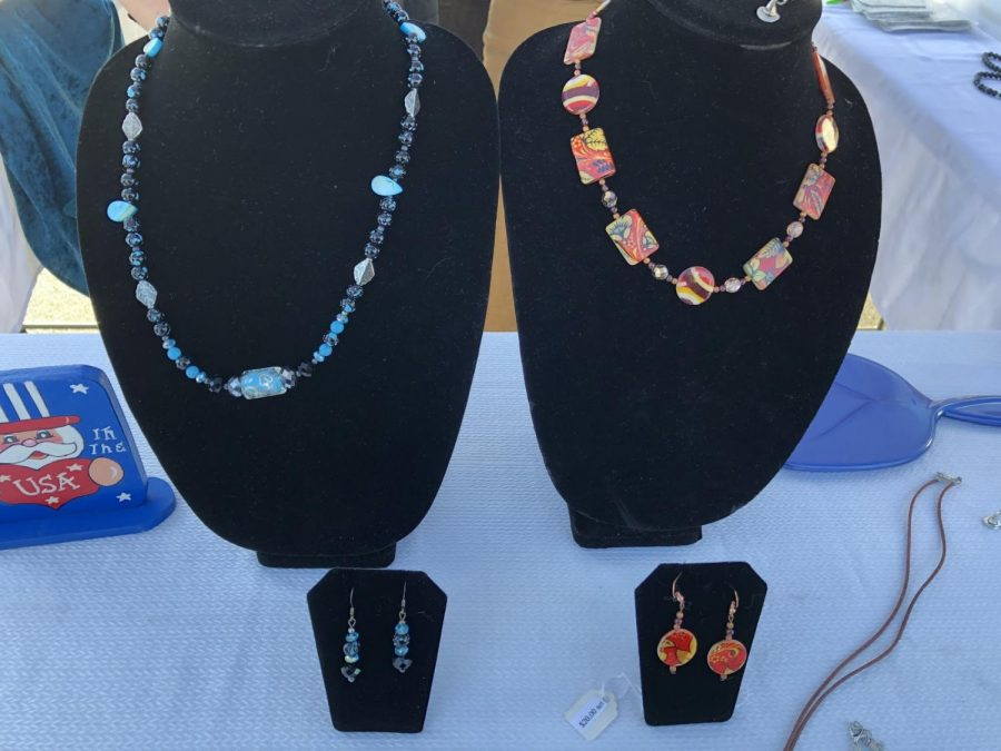 Customized necklaces were displayed, matched with earrings.