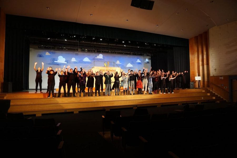 The+cast+of+Haverford+Drama+Club%E2%80%99s+%22James+and+the+Giant+Peach%22+performs+during+their+final+rehearsal.